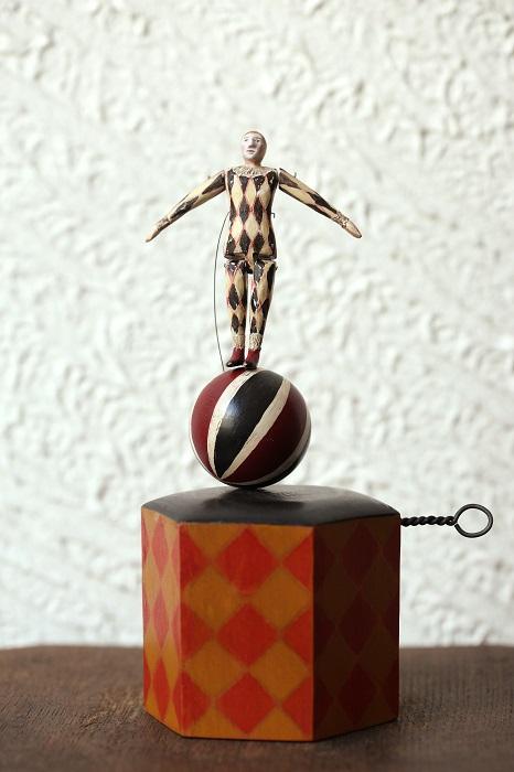 http://gallery-su.jp/exhibitions/%E8%BC%AA%E5%94%B1%EF%BC%91%EF%BC%98.JPG
